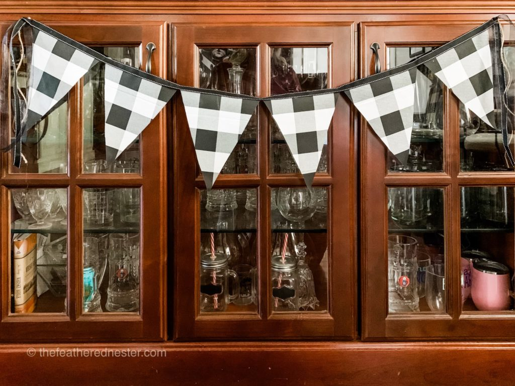 how to make a pennant garland DIY with scrap fabric