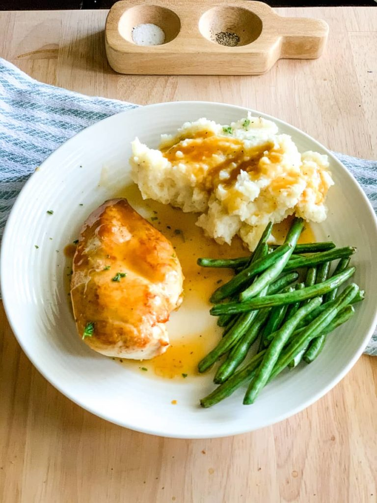 seared chicken with mashed potatoes and green beans